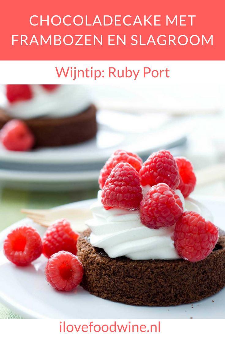 recept Chocoladecake met frambozen en slagroom. Combineert heerlijk met ruby port.