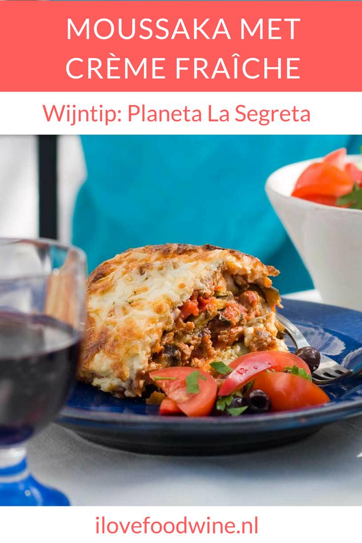 Recept ovengerecht Moussaka met aubergine, tomaat, crème fraîche en een vleugje kaneel. #moussaka #aubergine #ovenschotel #wijnspijscombinatie