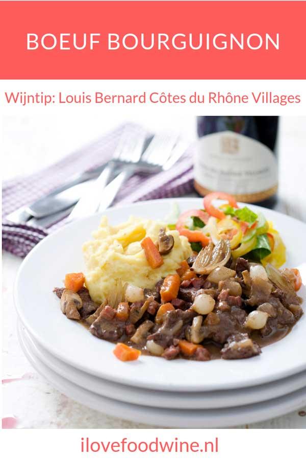 Recept stoofschotel Boeuf Bourguignon met o.a. sucadelappen, spekblokjes, wortel, fond, zilveruitjes, runder schenkel, uien, rozemarijn. Lees het hele recept op de site