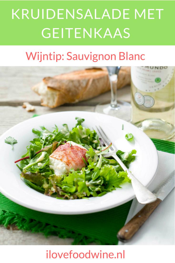 Makkelijke en snelle salade met verse kruiden ( bieslook, basilicum, peterselie) gemengd met krokante jonge bladsla. Heerlijk met geitenkaasjes. Ook goed als voorgerecht of lunch. #salade #kruiden #geitenkaas