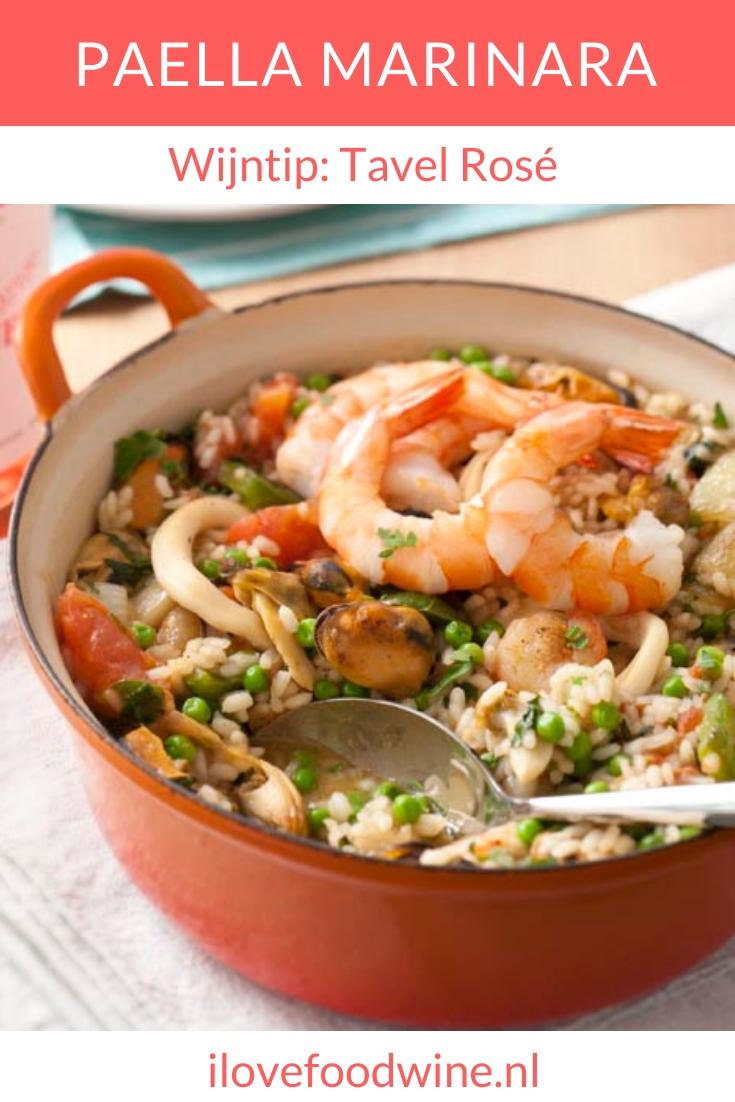 recept klassiek Spaans gerecht: Paella Marinara. Met vleestomaten, zeevruchten, paprika, knoflook, risotto rijst. Vergeet niet extra citroen over de paella te sprenkelen. Niet alleen het gerecht wordt interessanter, maar dit benadrukt ook de frisse fruitaroma's in de wijn. #paella #vis