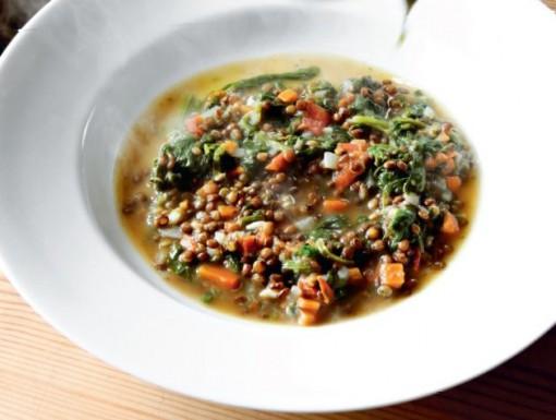 Linzensoep met spinazie