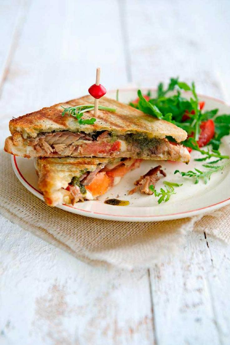 Tosti met makreel, Tomaat, pesto en mozzarella voor een makkelijke en snelle lunch met vis. #lunch #vis
