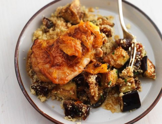 Kippendijen met dadel-couscous