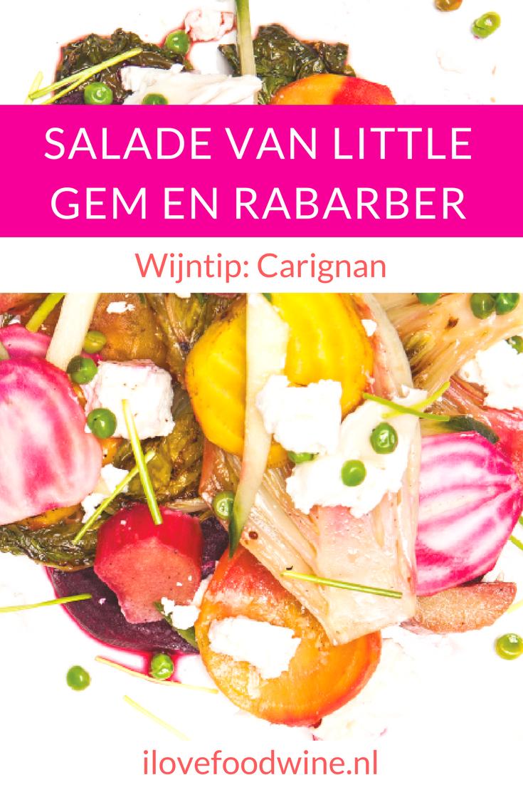 Meatless Monday vegetarisch recept voor een zomerse chiogga bieten salade met gegrilde little gem, geitenkaas, rabarber, doperwten. Met knapperige ciabatta erbij maak je er een complete maaltijd van. Combineer met een witte wijn als Grüner Veltliner Donauwinze of een rode Les Temps des Gitans. #meatlessmonday #vegetarisch #salade #zomer #rabarber