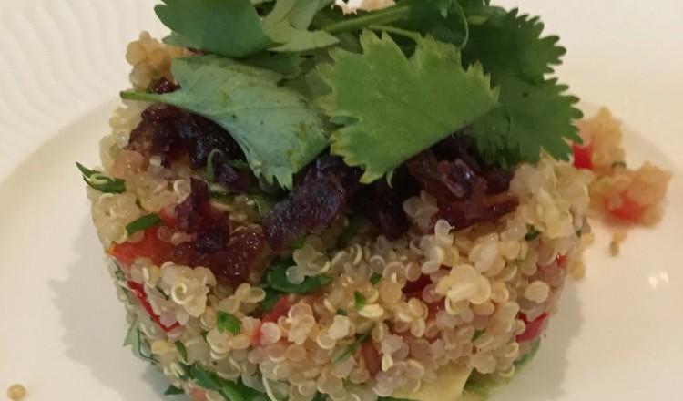 Quinoa salade met avocado en koriander