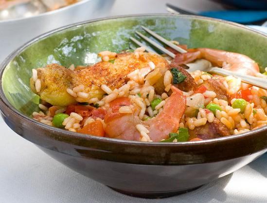 Paella met kip en gamba's
