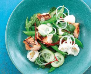 Salade met zalm, lychee en koriander