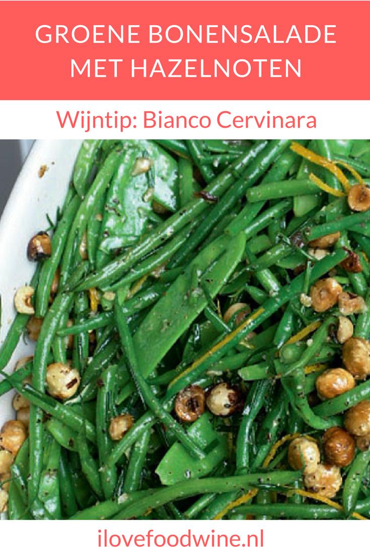 Recept voor salade van Ottolenghi van sappige groene bonen met een vleugje sinaasappel en wat hazelnoten die een lekkere bite geven. Heerlijk als voorgerecht of bijgerecht #ottolenghi #salade #bonen #haricotsverts