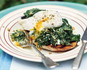 Toast met groene groenten en dukkah