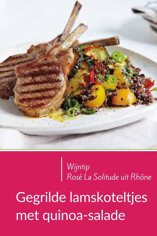 Overheerlijk, zomers, snel en simpel: gegrilleerde lamskoteletjes met een kruidige salade. Gemaakt van zwarte quinoa, kerstomaatjes en gebakken courgette. Verse kruiden maken het helemaal af. Ook geschikt voor de barbecue. De salade staat al klaar. In 25 minuten zit je aan je (barbecue)-tafel! Combineer met een fris-fruitige rosé, zoals die van Domaine La Solitude uit de Rhône. Lees het hele recept op de website! Welke wijn past hier nog meer bij? #wijn-spijscombinatie #gezond #snel #simpel