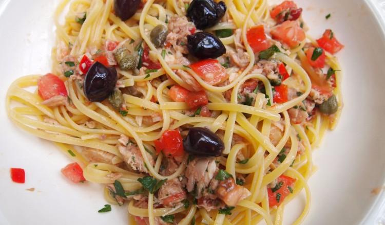 Linguine met tonijn en gegrilde paprika