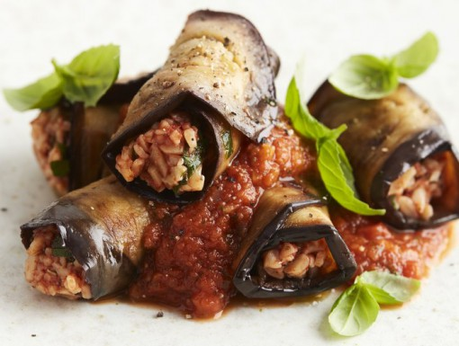 Met pasta gevulde aubergine
