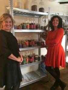 Nadia & Merijn met hun producten