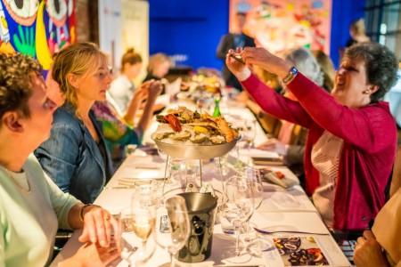 Loire het gezelschap aan tafel