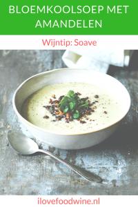 Recept: Bloemkoolsoep met amandelen uit het kookboek Scandinavisch Comfortfood. Drink er een Soave of Verdicchio bij. #meatlessmonday #vegetarisch #comfortfood #maaltijdsoep