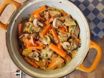 Kip-stoofpot met wortel