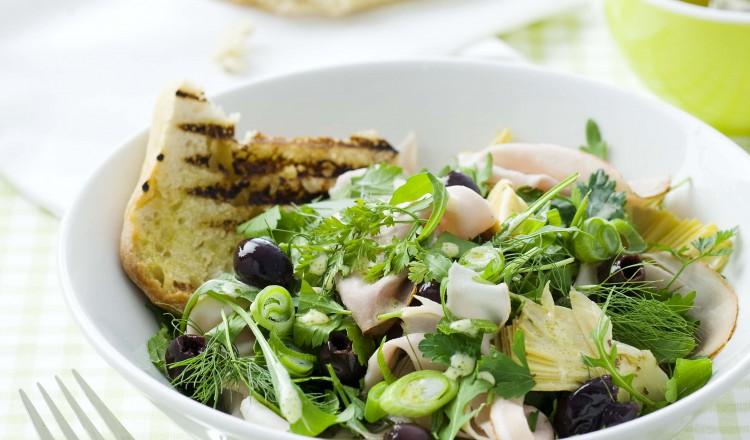 Salade met fricandeau en olijven