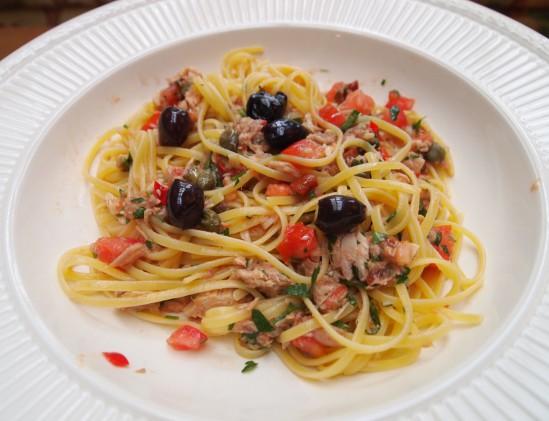 linguini met tonijn en gegrilde paprika