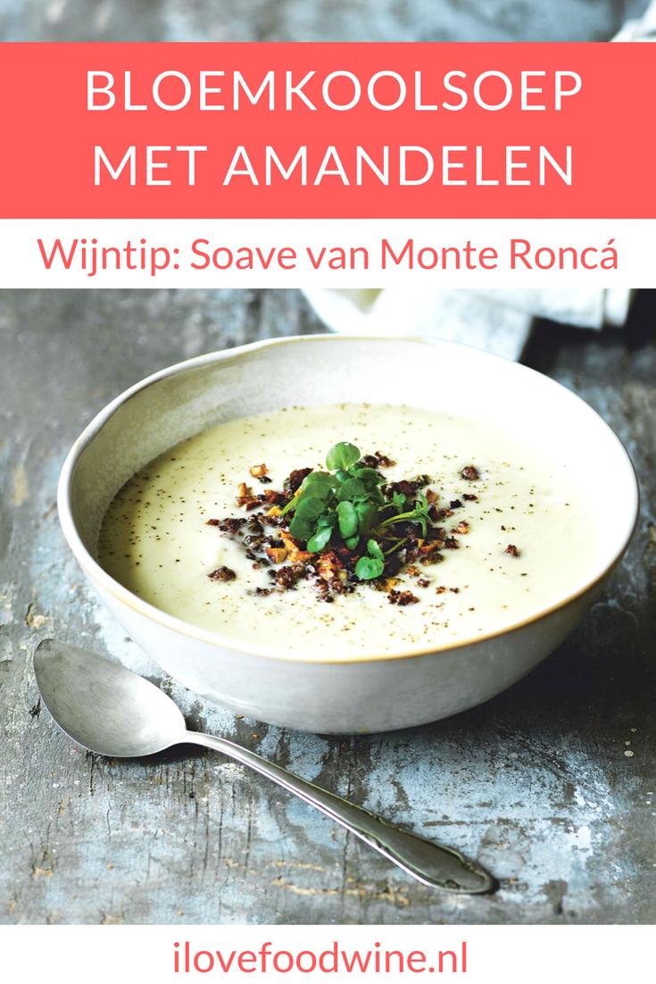 Soep is echt comfortfood. Deze soep is echte Scandinavisch comfortfood, en afkomstig uit het kookboek van Trine Hahnemann. Trine maakt deze dikke soep van 2 bloemkolen. Belangrijk in dit recept is het strooisel van amandelen, brood en kappertjes. Dat maakt de soep apart en bijzonder. Voor niet-vegetariërs: serveer er gebakken wokgarnalen bij. Dat geeft een lekkere bite. Kies voor een kruidige witte wijn bij. #soep #bloemkool #bloemkoolsoep