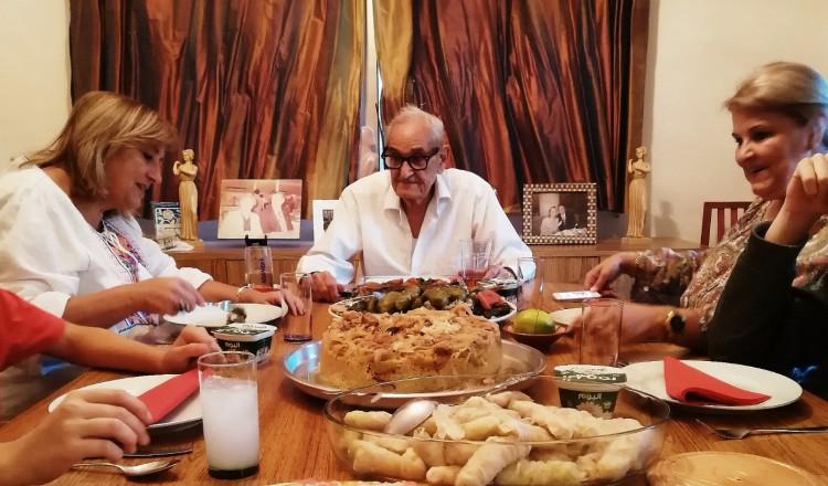 Jordanie: opa aan tafel