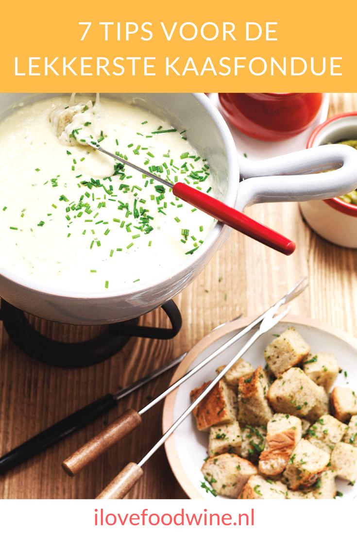 7 tips om de mooiste en lekkerste kaasfondue te maken. Met een recept voor kaasfondue van drie verschillende kazen met Gruyère, Emmentaler, Hollandse belegen kaas #kaasfondue
