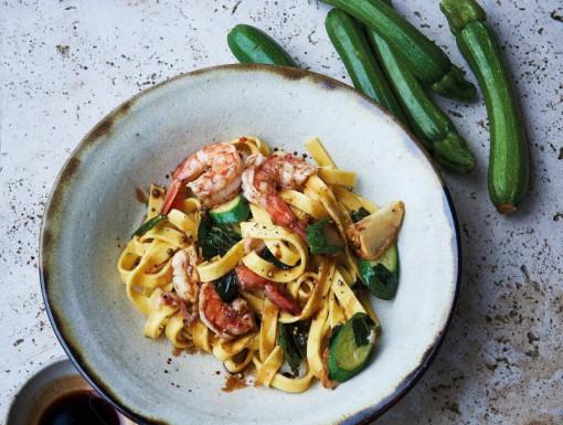Pasta met garnalen en courgette