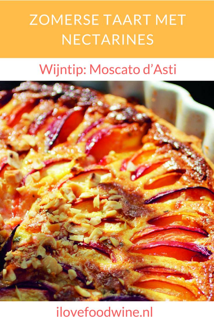 Friszoete zomerse taart met verse nectarines. Hij lijkt op een clafoutis. Hazelnoten geven een crunchy effect. Heerlijk met een glas Moscato d'Asti.#nectarines #clafoutis #taart