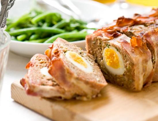Gehaktbrood met ei liggend (1 van 1)