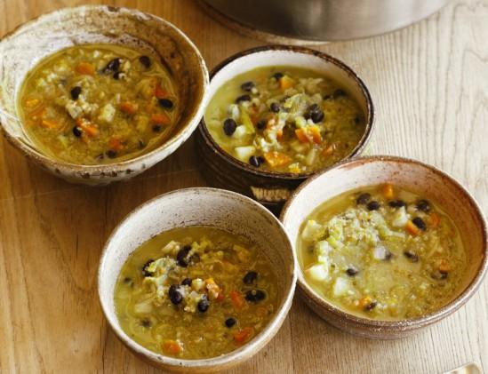 Maaltijd- groentesoep met quinoa