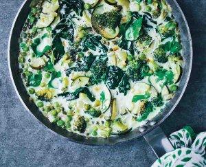 Groene groenten-stoofschotel
