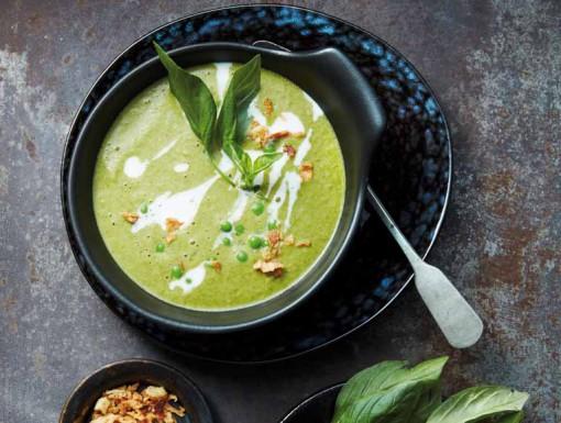Thaise groene-currysoep met kokosroom