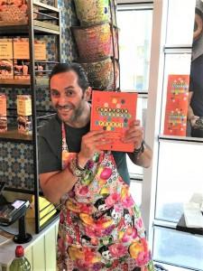 Tony Kitous met kookboek