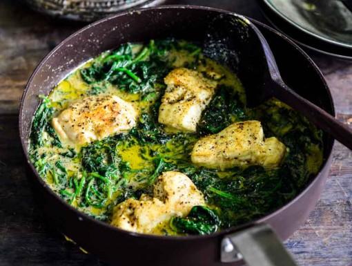 Vis met spinazie en groene curry