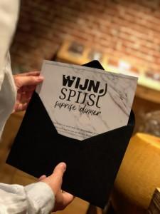 Wijn&Spijs cadeaubon in zwarte envelop