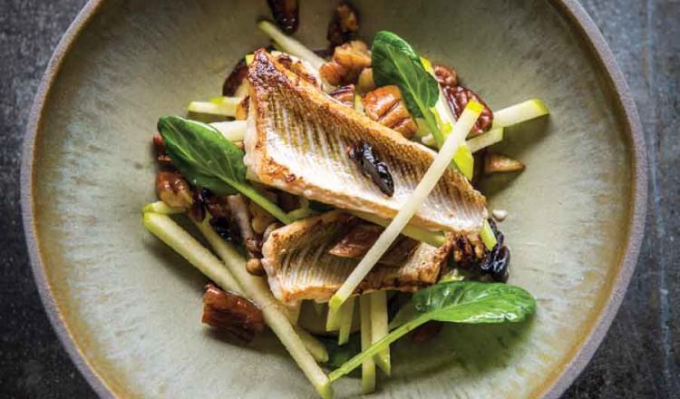 Recept met vis: Pieterman met aardpeer, kerrie en appel. Lijkt op tong of schol.