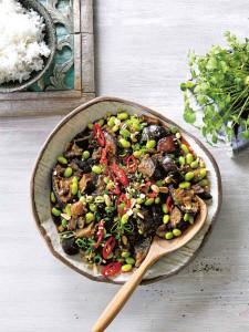 Recept: aubergines uit de slowcooker. Vegetarisch stoofgerecht met een Aziatisch tintje. #sojabonen #schezuanpeper