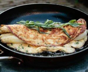 Omelet met asperges en dragon