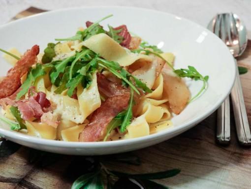 Pasta met gorgonzola, peer en pancetta