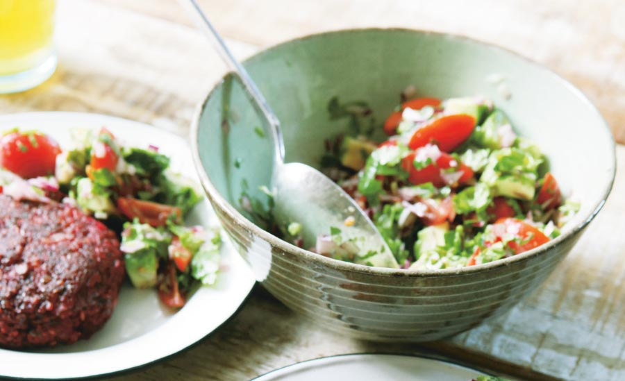 Salsa van tomaat en avocado