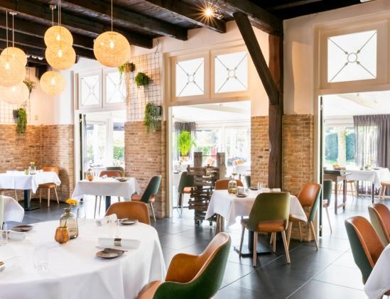 Nieuw interieur restaurant Zout & Citroen in Oosterhout met uitzicht op de tuin