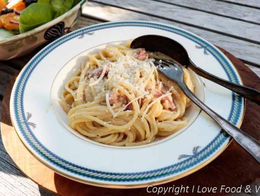 Spaghetti Carbonara MET kaas uit het kookboek Italië van Onno Kleyn