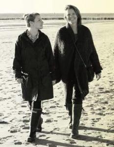 portret schrijfsters Anne Fleur Sanders en Anya van de Wetering