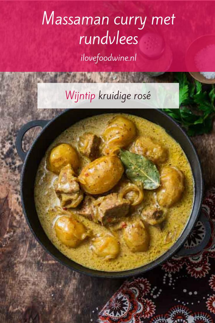 Recept: massaman curry van rundvlees. Klassieker uit de Thaïse keuken. Heerlijke stoofschotel die niet al te pittig is. Met pinda's, laurierblad en kokosmelk. Lees het hele recept op de website! Welke wijn past hier nog meer bij? #wijn-spijscombinatie #Aziatisch, #Thaïs