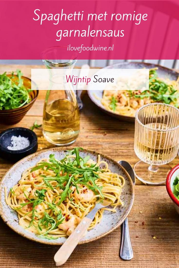 Recept: spaghetti met romige garnalensaus. Een zeer eenvoudig pastagerecht van Tooske Ragas uit haar kookboek Appeltje, eitje. Staat in 25 minuten op tafel. Ook lekker met een witte wijn van de grillo-druif uit Sicilië. Lees het hele recept op de website! Welke wijn past hier nog meer bij? #wijn-spijscombinatie #snel #makkelijk #pasta