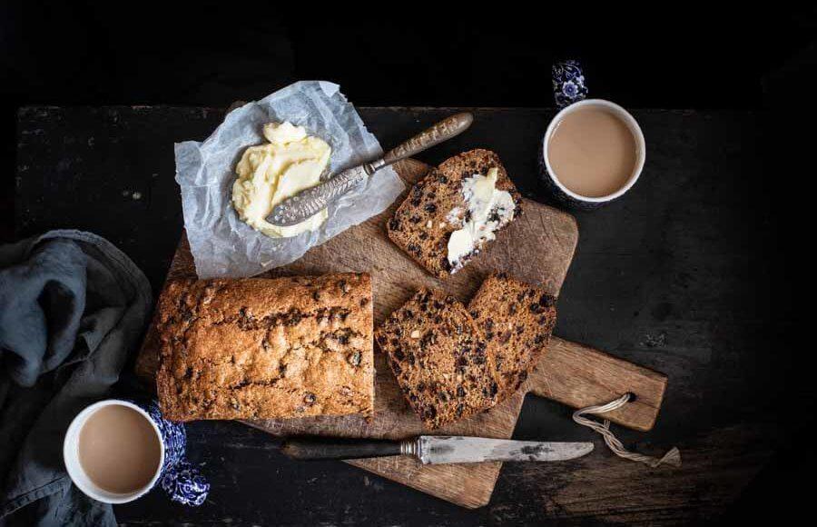 Theebrood oftewel Tea Loaf uit het Brits bak van Regula Ysewijn