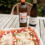 Victoriabaars met tomaten met de flessen witte Rueda