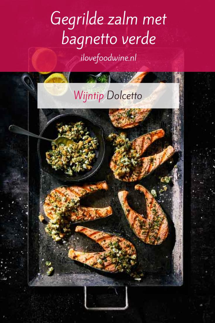 Recept: Gegrilde zalm met bagnetto verde. Gerecht met Italiaanse roots. Bagnetto verde is een lekker grove peterselie-knoflooksaus. Recept van Jord Althuizen. #makkelijk #bbq #barbecue