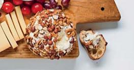 Detail Kaasje met noten van de bistroplank