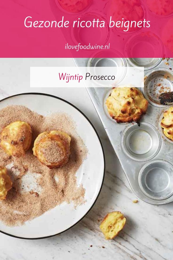 Recept: ricotta beignets met kaneelsuiker. Het 'gezonde' alternatief voor oliebollen. Je hoeft niet te frituren, maar je bakt ze in de oven. Simpel om te maken. Ook lekker bij de thee of als dessert met een bolletje ijs. Lees het hele recept op de website! Welke wijn past hier nog meer bij? #simpel, #ovengerecht #dessert #oud&nieuw #taartje